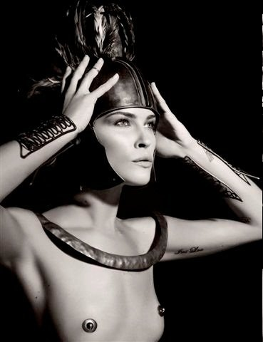 Calendario Pirelli 2011 by Karl Lagerfeld. Julianne Moore, Erin Wasson y Daria Werbowy cual diosas griegas