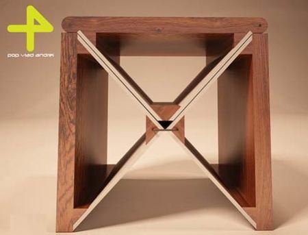 Lie: una mesa, tres posiciones
