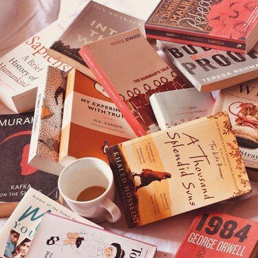 Rosas y libros firmados a domicilio, la alternativa de Glovo para celebrar un Día del Libro pandémico pero igual de especial