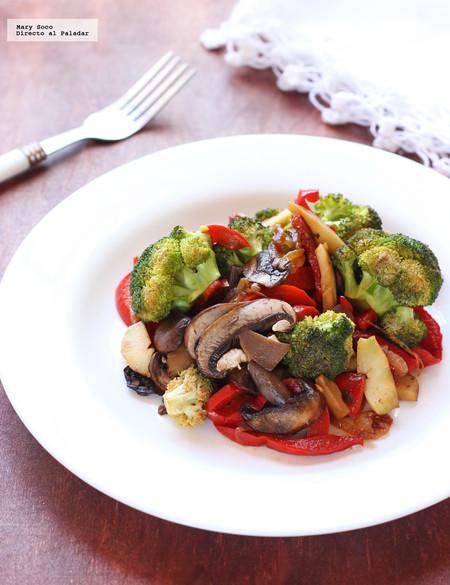 Salteado de brócoli, pimientos y champiñones. Receta