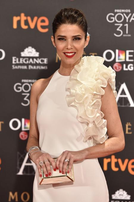 Premios Goya 2017: empezamos con una alfombra roja de color... blanco