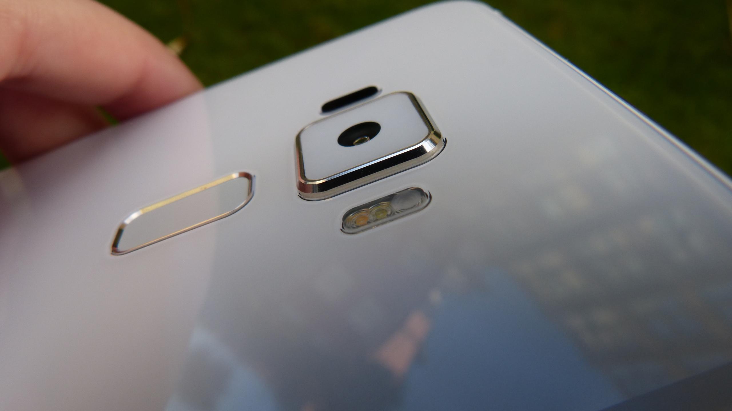 Foto de ASUS Zenfone 3 (ZE552KL), diseño (23/29)