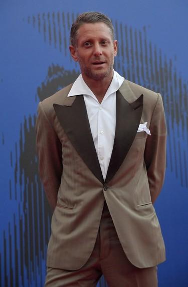 Lapo Elkann da el mal paso en el Festival de Venecia con un look que se pasa de retro