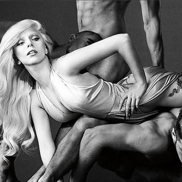 Dicen que ésta es Lady Gaga, y nos presenta nuevo perfume