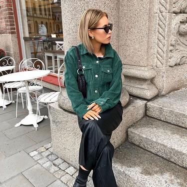 Las chaquetas (y las sobrecamisas) de pana son la obsesión del street style y estos looks te enseñan cómo llevarlas