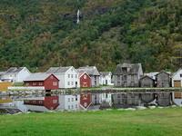 Cómo era el pueblo de Laerdalsoyri, Noruega, antes del incendio