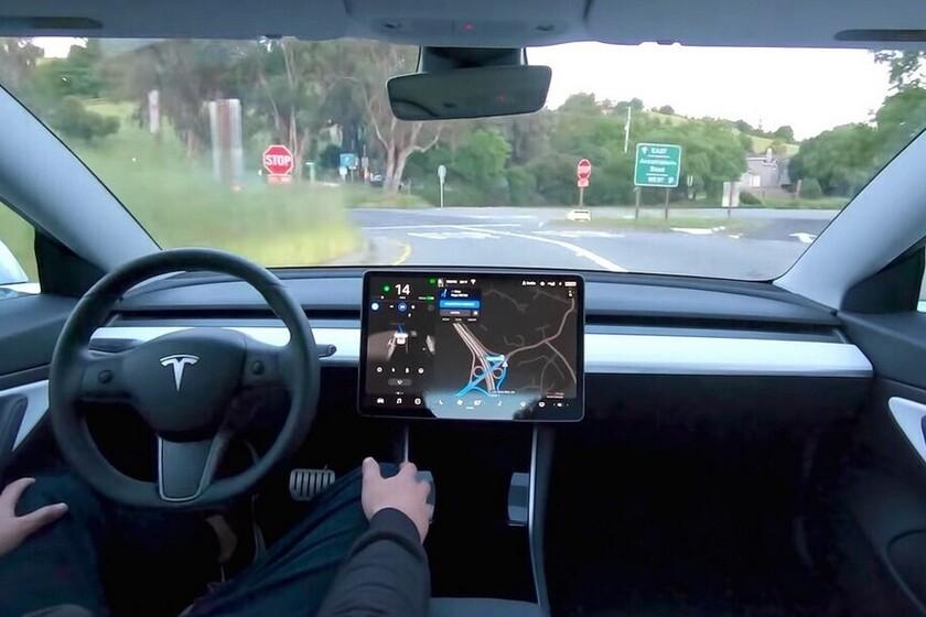Elon Musk cree que Europa empezará a 'relajarse' con el marco legal para el coche autónomo este mismo verano