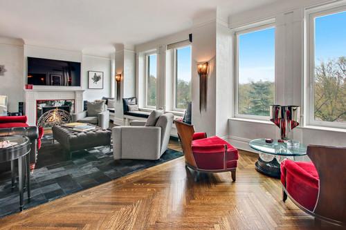 Antonio Banderas vende su fantástico apartamento de New York donde el negro y el rojo son los protagonistas