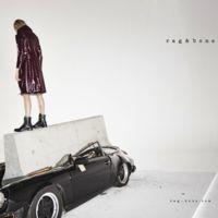 A Rag & Bone se le va de las manos su campaña Otoño-Invierno 2015/2016 y destroza un Porsche clásico