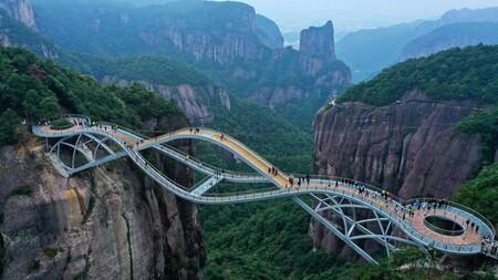 Este impresionante puente es la última locura arquitectónica de China y lleva más de 200.000 visitantes