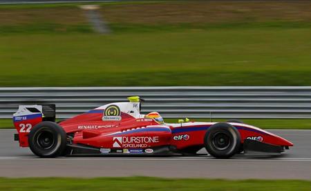 Roberto Merhi se estrena en la Fórmula Renault 3.5 y Carlos Sainz Jr salva los muebles