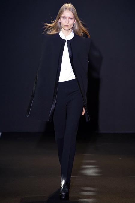 París continúa: Costume National, John Galliano y Akris a la ¿sombra? del resto