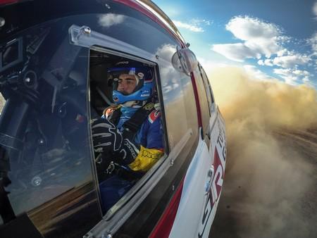 ¡Oficial! Fernando Alonso se está preparando para correr el Dakar 2020 con el Toyota Hilux