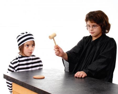Disfraz preso y juez