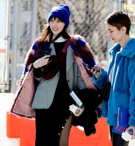 Capas de ropa para el frío: así es el arte de superponer capas y capas de prendas en los street-style