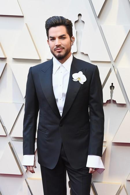 Adam Lambert falla con su look de Tom Ford para la alfombra roja de los Premios Óscar
