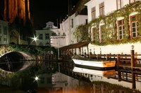 Romántico canal en Brujas. Tus fotos de viaje