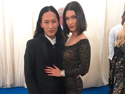 La originalidad en la Gala MET 2017 viene de la mano de Bella Hadid con su Alexander Wang