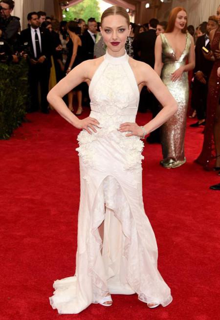 La alfombra roja de la Gala del Met 2015 tiene un nombre: Amanda Seyfried vestida de Givenchy