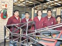 Alumnos del Poli crean auto de carreras