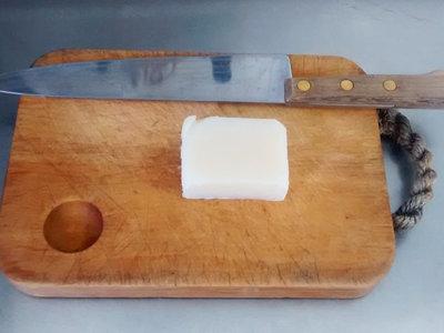 Por qué Internet se está llenando de vídeos de gente cortando jabón