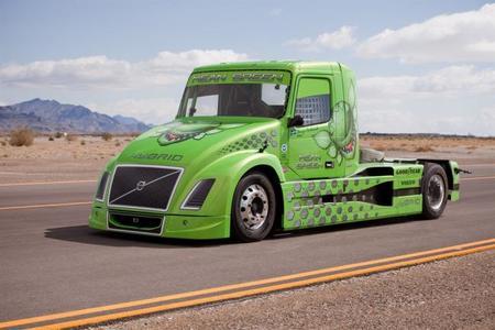 Un camión híbrido Volvo se alza con el récord de velocidad