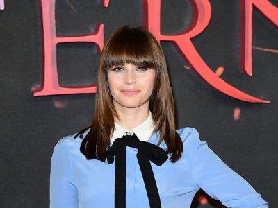 Felicity Jones hace gala de estilo british en la presentación de Inferno en Londres