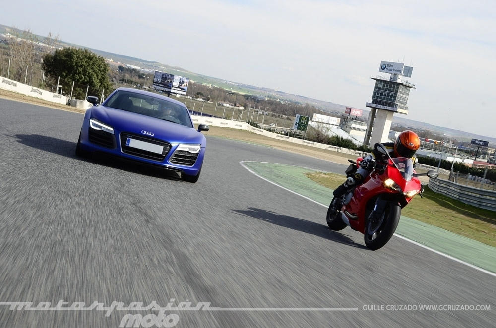 Foto de Ducati 899 Panigale Vs Audi R8 V10 Plus (13/24)