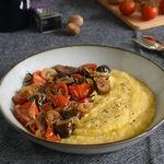 Polenta con ragú de castañas y tomates cherry: receta vegetariana reconfortante de otoño