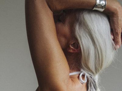 Tener 60 años y estar estupenda en bañador sí es posible (esta campaña lo demuestra)