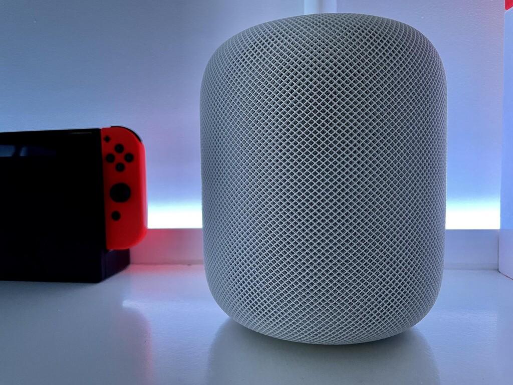 Apple está trabajando en un Apple TV con altavoz integrado, según Mark Gurman de Bloomberg