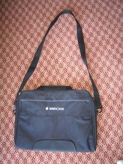 [WWDC'06] Así es la bolsa de los participantes de la conferencia