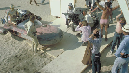 Fallece a los 92 años Ken Knightingall, el mítico sonidista de la 'Star Wars' original, conocido como 'Pink Shorts Boom Guy'