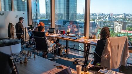 Apple, no estás sola: otras empresas tecnológicas retrasan la vuelta a sus oficinas por culpa de la variante Delta