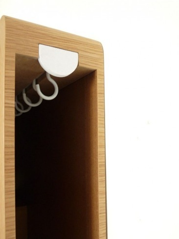 Un espejo con discretos compartimentos para almacenaje for Espejo con almacenaje
