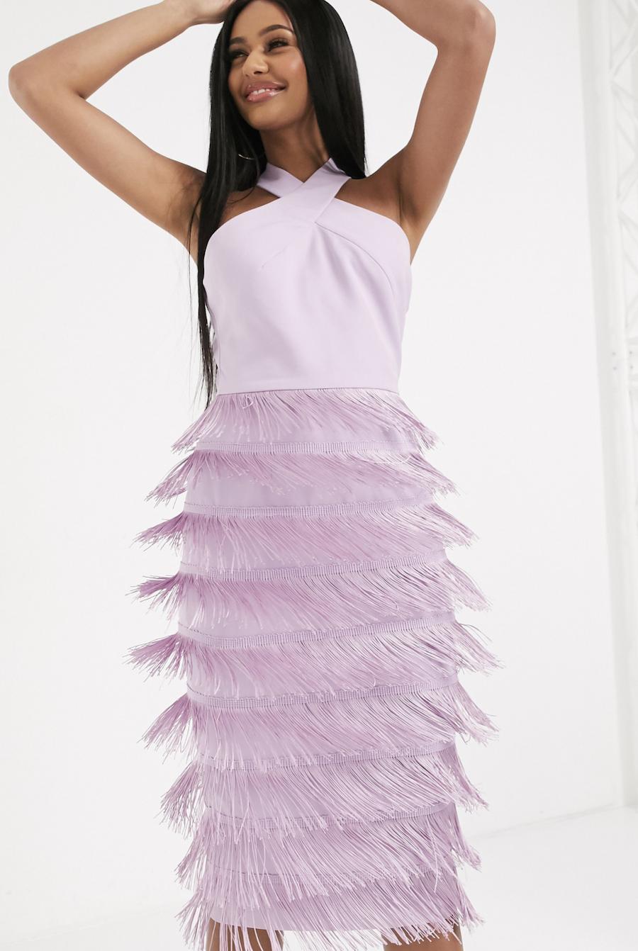 Vestido midi con cuello halter y flecos en lila de Lavish Alice