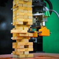 Este robot no solo aprende mirando, sino tocando, y ha aprendido a jugar a la Jenga