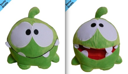 El monstruo de Cut The Rope sale de los videojuegos y ya tiene disponible su peluche