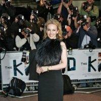 El look de Kyle Minogue en la premiere de 'The Kid' en Londres