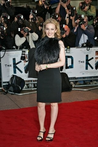 El look de Kyle Minogue en la premiere de 'The Kid' en Londres