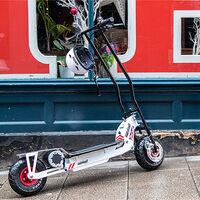 Tras el AC Cobra eléctrico llega el patinete eléctrico de AC Cars, con 50 km de autonomía y por 1.870 euros