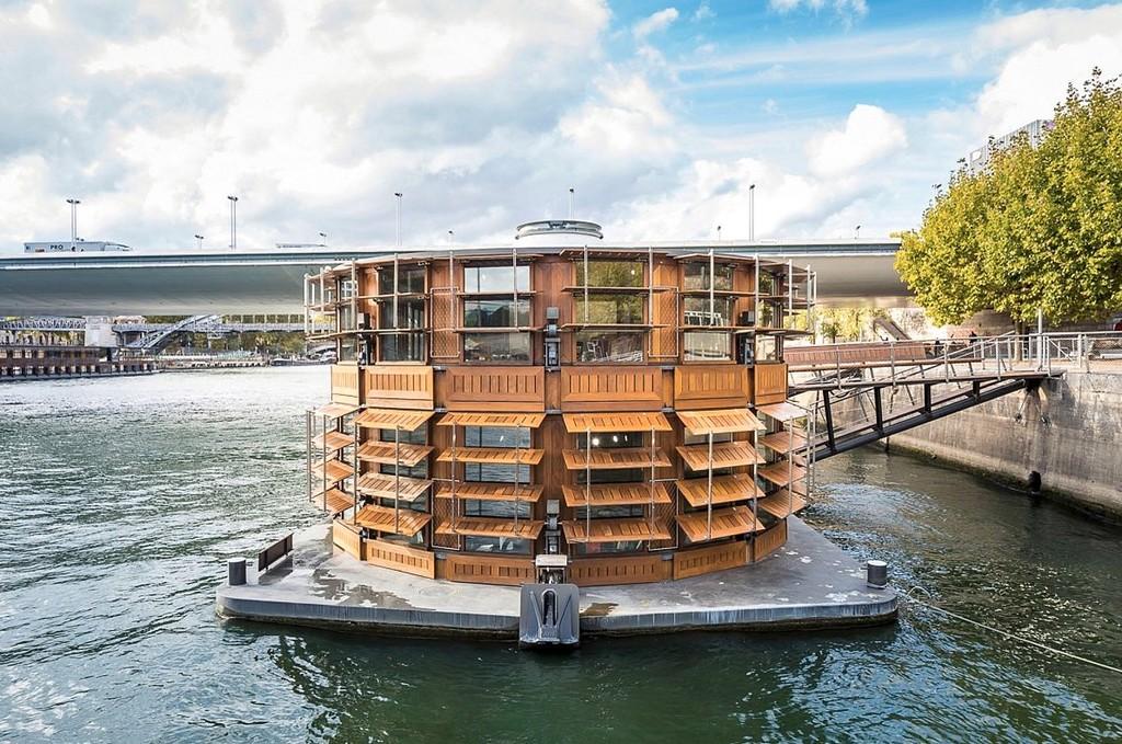 ¿Te gustaría hospedarte unos días en esta casa flotante en Paris? Desgraciadamente no es un hotel, sino un hospital psiquiátrico