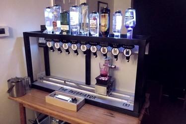 The Inebriator, la máquina de servir cócteles