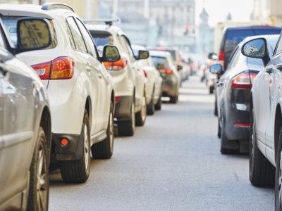 Cómo las matemáticas y los coches autónomos podrían acabar con los atascos