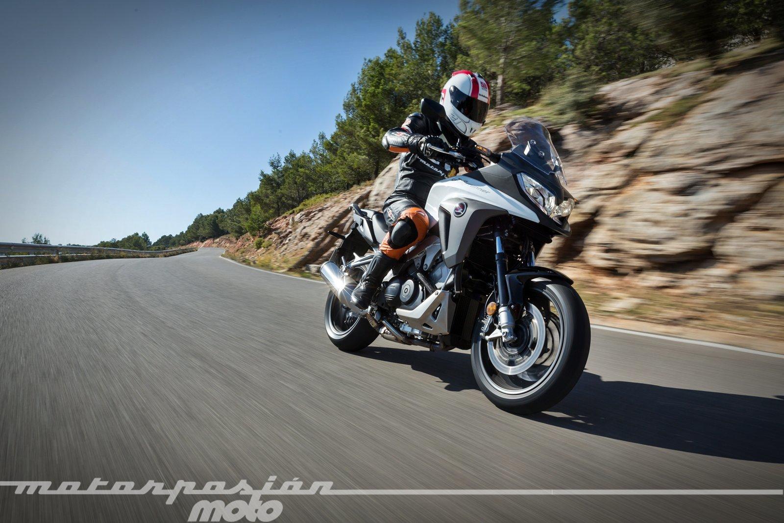 Foto de Honda VFR800X Crossrunner - Acción (17/23)