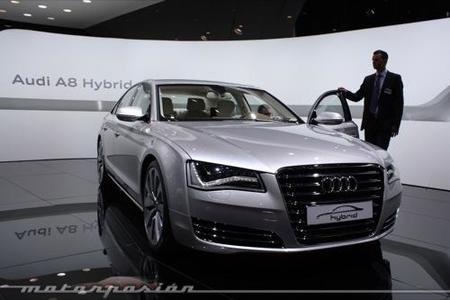 Audi A8 hybrid y Audi A1 e-tron en el Salón de Ginebra 2010