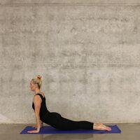 Los mejores ejercicios para mejorar la flexibilidad que puedes hacer en el salón de tu casa