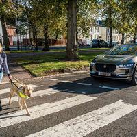 Los coches eléctricos e híbridos deberán hacer ruido: la UE obligará a tener un avisador acústico a partir de 2021