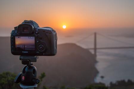 443 kilómetros, una compacta con el sensor manchado e insistencia: la historia tras el récord mundial de fotografía lejana
