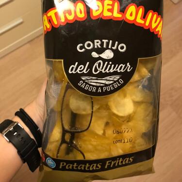 Encuentran unas gafas en una bolsa de patatas fritas: la empresa se lo toma a broma, pero es un fallo grave de seguridad alimentaria